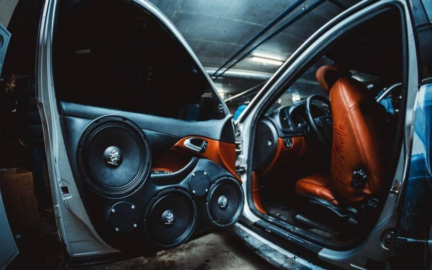 Как выбрать автозвук на автомобиль: бюджетная акустика в машину